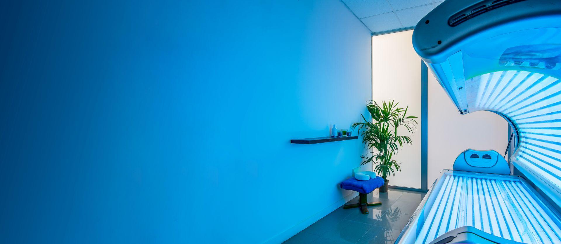 Solariumkabine in Blau gehalten