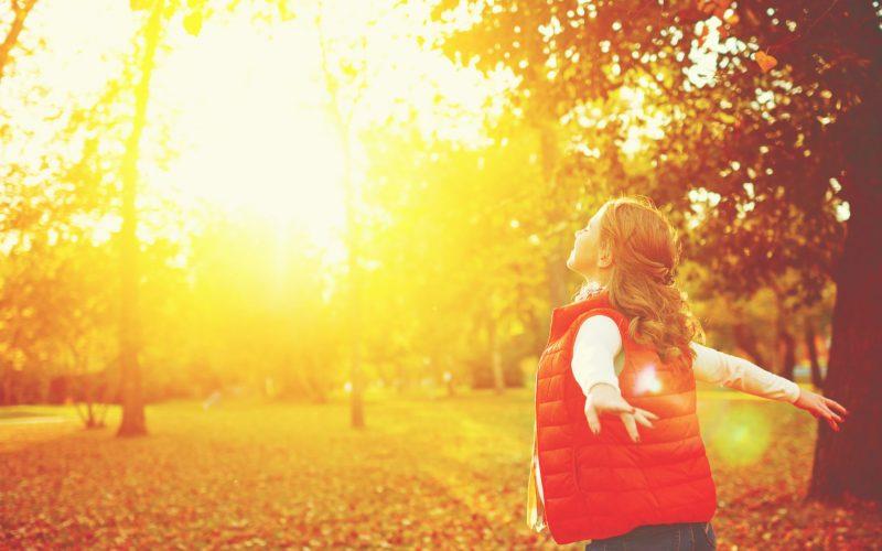 Bild von Frau die Sonne genießt