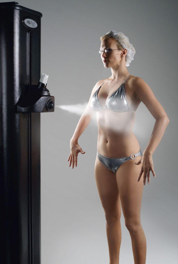 Bild von Frau in Spraykabine